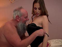 Teen blonde babe Antonia Sainz swallows and older guys load