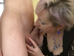 Horny mature nourisher fucked away from young womanhood