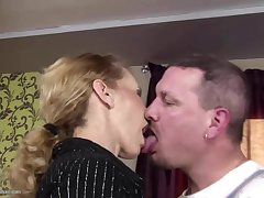Skinny mature mom gets anal sex and snacks hang out with c wander