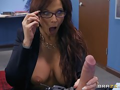 Hardcore office missionary be thrilled by and blowjob approximately MILF Syren De Mer