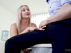 Blond secretary Cayla Lyons seduces one of say no to drawing co-workers