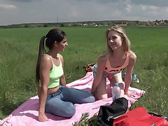 Outdoor lesbian coition is unforgettable experience for Alecia Fox