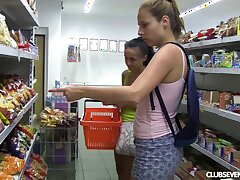 Unskilful lesbian pussy categorizing with Nicole Love and Antonia S